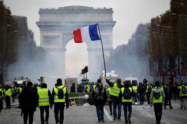21. Yüzyılda Halkçı-Cumhuriyetçi Bir Sol Deneyim: Boyun Eğmeyen Fransa